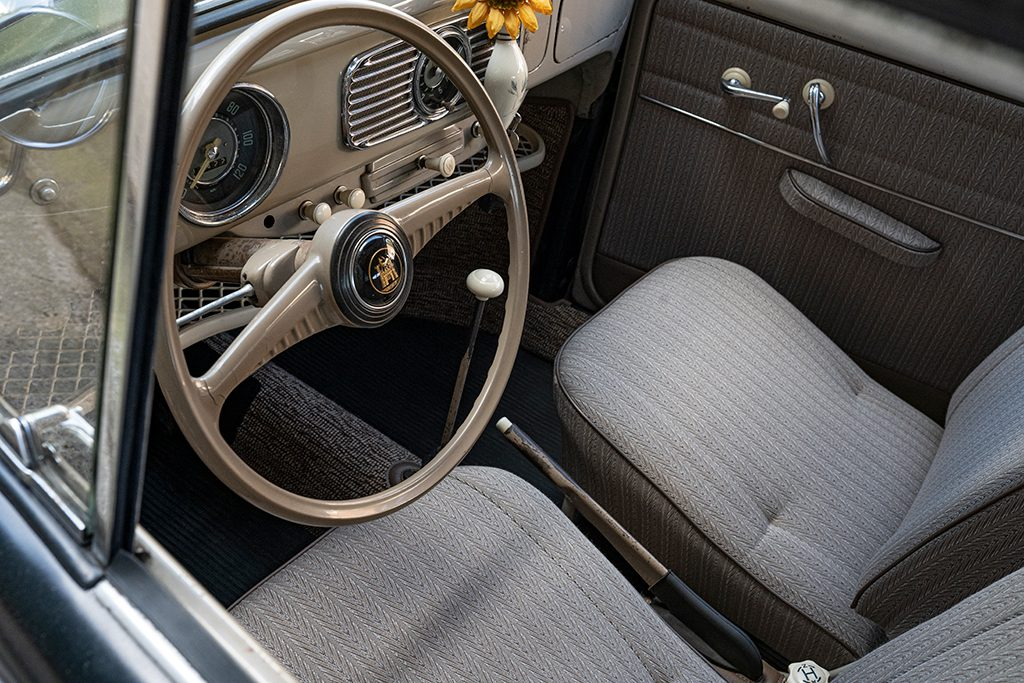 kens-customs-beetle-interior